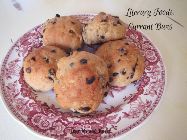 literary-foods_-currant-buns